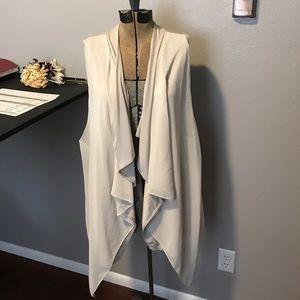 Simply Vera wang sleeveless vest type top