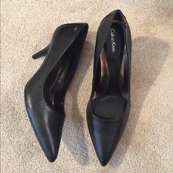09bede4dc73 New Calvin Klein Brady Leather Pointed Toe Pump