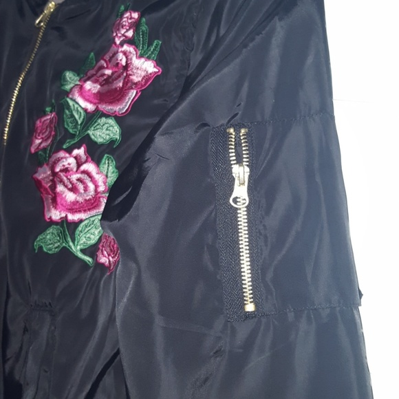Love Tree  Bomber Style Rose Embroidered Jacket Sz S