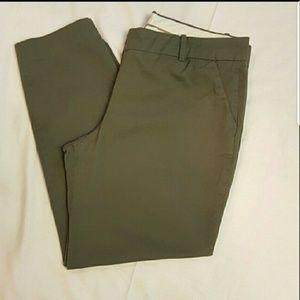 J. Crew Pants - J. Crew hunter green crop pants