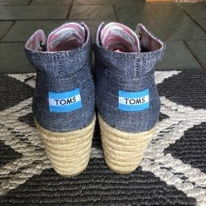 TOMS Shoes - TOMS black chambray wedges