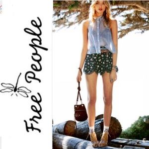 Free People Pants - HP! 🎉 Free People floral lace shorts