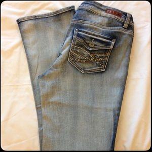 l.e.i. ASHLEY Lo Rise Jeans 🖼