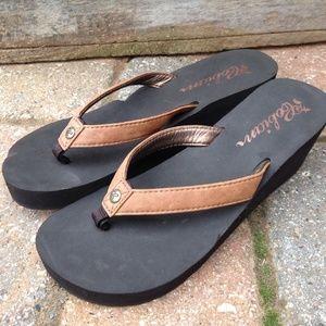 Cobian Shoes - Cobian flip flops