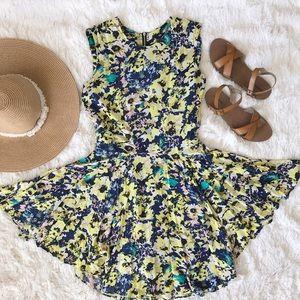H&M Dresses & Skirts - Floral Print Fit & Flare Dress *Super Flattering*
