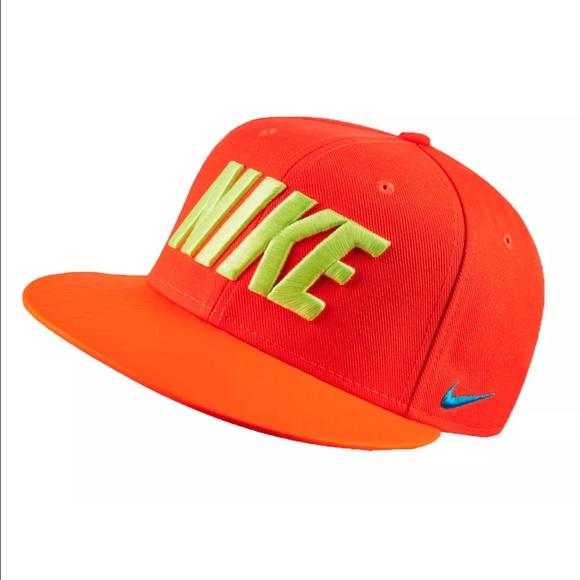 531cb3aa3443 Nike Men s True FB Field General Snapback Cap