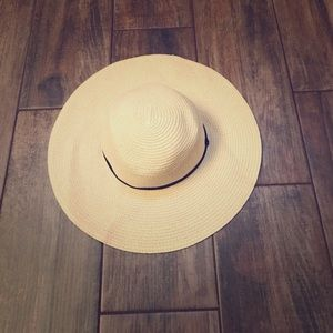 Francesca's Collections Accessories - NWOT Sun Hat