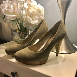 Banana Republic Suede Pumps