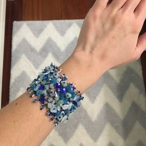 Jewelry - ✨shades of blue beaded bracelet✨