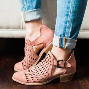 Mauve CUT OUT BUCKLE STRAP LOW STACKED BOOTIE