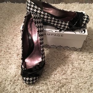 Rampage Shoes - Gorgeous houndstooth wedges with patent black