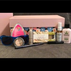 MANY Other - Summer BEACH 🌊 BEAUTY BAG! 8 pieces & makeup bag