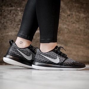 Nike Shoes - Nike Roshe Two Ombre Flyknit Sneakers