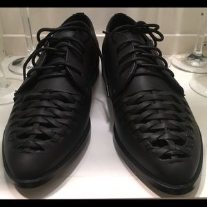 Shoes - NWT Woven Style Oxford shoe💥Last Pair💥