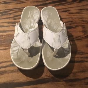 Clarks Shoes - Clarks Cushion Flip Flops