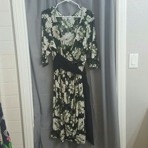 Kiyonna Dresses & Skirts - Green floral wrap dress with built in sash
