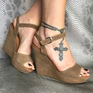 Dolce vita beige strappy wedge sandal