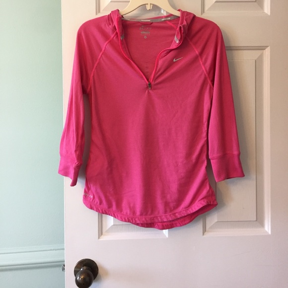 nike nike 3 4 sleeve pink hooded running pullover m from sarah 39 s closet on poshmark. Black Bedroom Furniture Sets. Home Design Ideas
