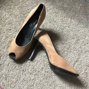 WOMENS SUEDE SHOES SZ 8