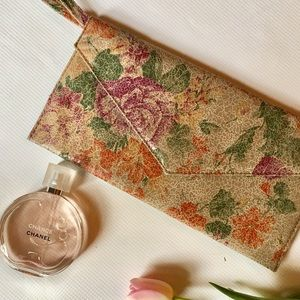💕SUMMER BLOWOUT 💕 KIMICHI BLUE UP FLORAL CLUTCH