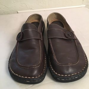 predictions Shoes - Predictions brown leather shoes.