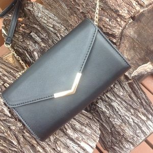 Handbags - Very classy black shoulder bag