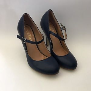 Journee Collection Shoes - Journee Collection Mary Jane Heels Size 6