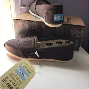 TOMS Shoes - 🆕 TOMS Canvas Classic Alpargatas Chocolate