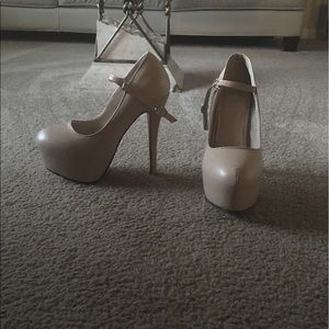 Shoes - Creamy platforms