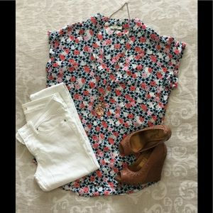 Pleione Tops - Adorable top with flower print.