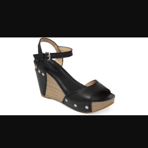 ffec79bce2b2 Lucky Brand Shoes - Lucky Brand Black leather platform wedge sandal