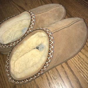 UGG Shoes - UGG slippers size 6