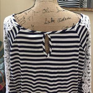 Moa Moa Tops - 💜Moa Moa BOHO keyhole back-lace detailed blouse