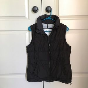 American eagle thin chocolate brown puffer vest