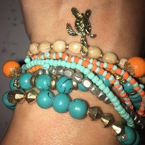 Jewelry - Stretch bracelet set w/ gold turtle charm. 8pcs🐢