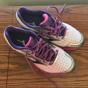 Mizuno Shoes - Brand-New women's Pink/Purple Mizunos size 9
