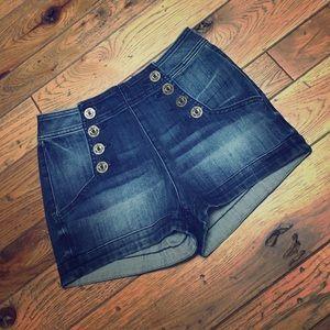 Express Pants - Nautical-inspired Shorts