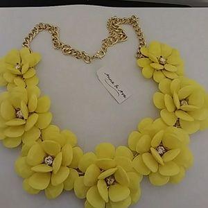 Anna & Ava Jewelry - WeekenBeautiful yellow Necklace🌻🌻🌻