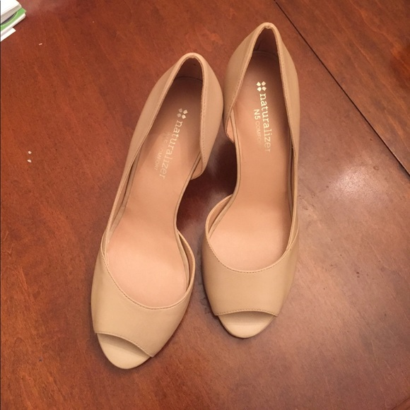 Nude Colored Pumps 7