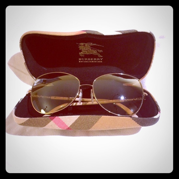 b2f5f26289cc Burberry Accessories - 🌸RELISTED🌸 Burberry Sunglasses B3054 1129 3D