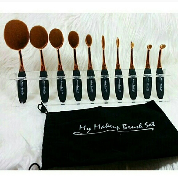 10 piece black oval brush set & brush holder  NWT