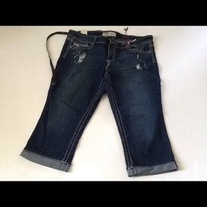 *FINAL PRICE* L.E.I. Cropped/Capri Jeans