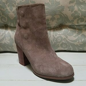 Sole Society Shoes - *MUST HAVE* Sole Society taupe suede ankle boots