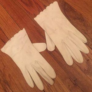 Vintage Patterned White Gloves