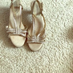 Areosoles, Size 7,  Matte Silver Detailed, Sandal