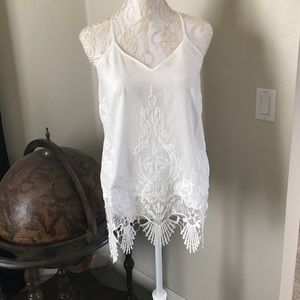 Acemi Tops - Elegant GORGEOUS Cream Lace & Embroidery Tank
