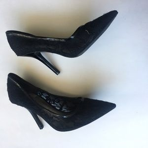 GUESS BLACK LACE POINTED TOE HEELS