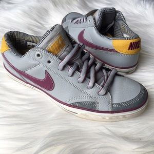 Nike Shoes - SUPER RARE Nike leather low tops sz 6.5, 4