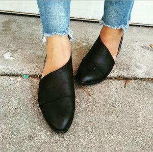 Strut! Shoes - //The Alexa// Black vegan leather Flats
