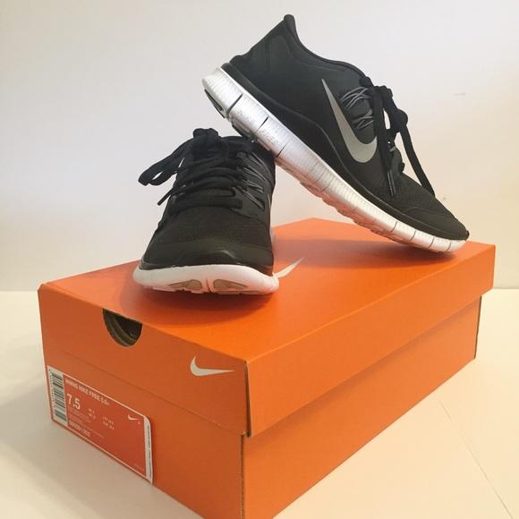 ffe0751653ef NWT Nike Free 5.0 Black   Metallic Running Shoe